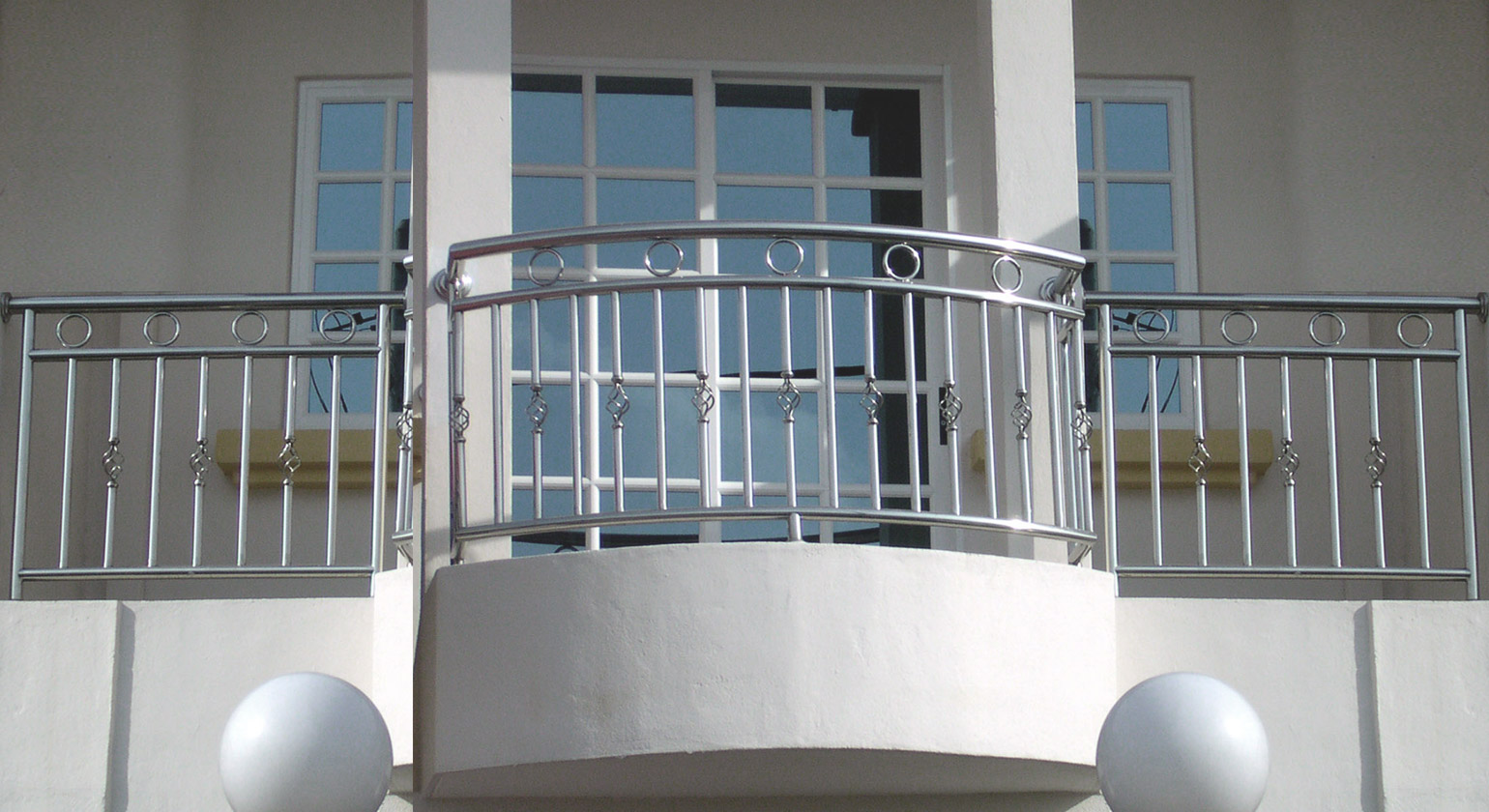 Plus rail tech company steel plus railing solution steel for Apartment balcony grill design